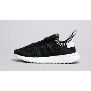 Adidas primeknit flashback black white sneakers